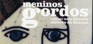 Exposição Meninos Gordos contar uma história através da faiança